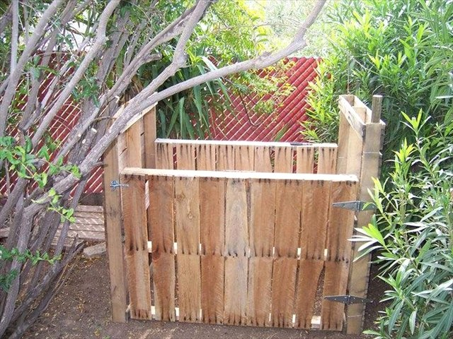 9 Ideas for a Wooden Pallet Compost Bin
