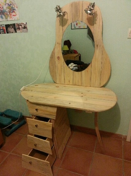 DIY Pallet Dressing Table