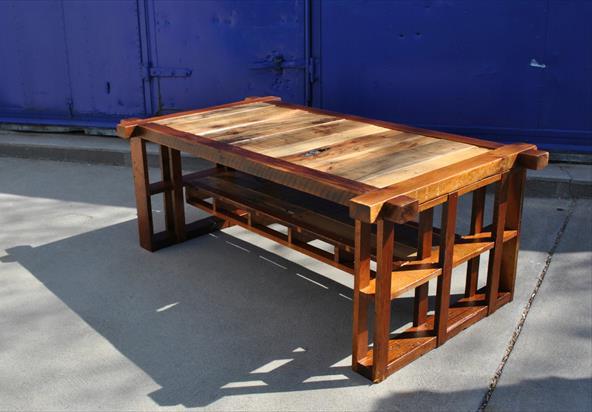 Журнальный столик из поддонов и старой сосны