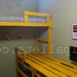Декор детской комнаты при помощи поддонов