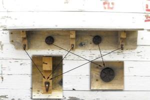 Советы по созданию полки с крючками из поддонов