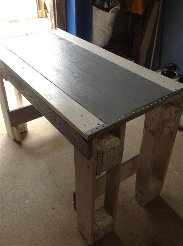 Удивительный кухонный стол из поддонов