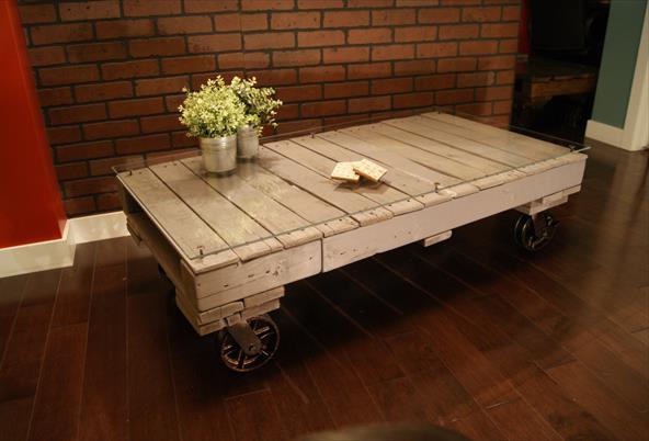Журнальный столик с роликами для гостиной