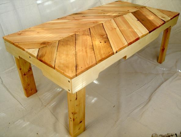 Стильный журнальный столик из поддонов