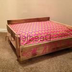 Кровать для собаки из поддона