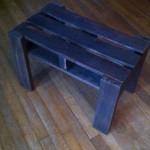 Небольшой столик из поддонов