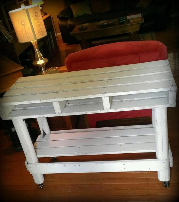 Столик для прихожей из поддонов