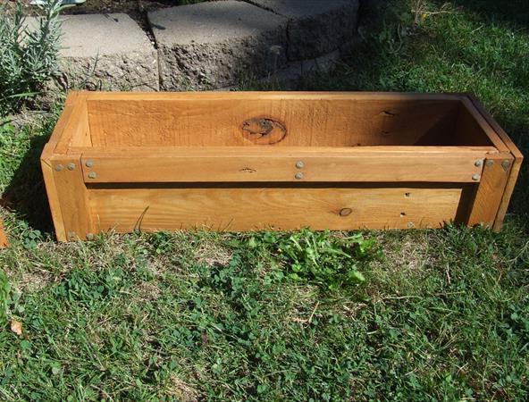 Садовый ящик из поддонов