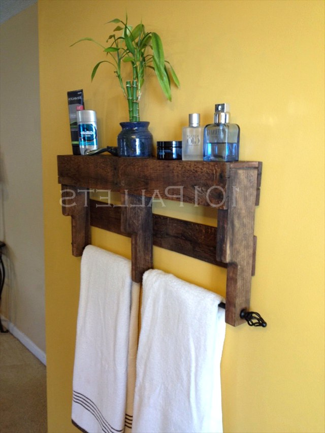 Держатель для полотенец и полка для ванной комнаты из поддонов