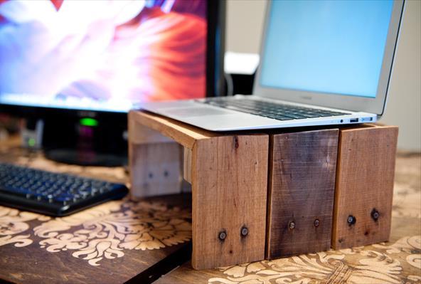 Подставка для ноутбука из деревянного поддона
