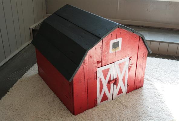 Игрушечный домик из поддонов